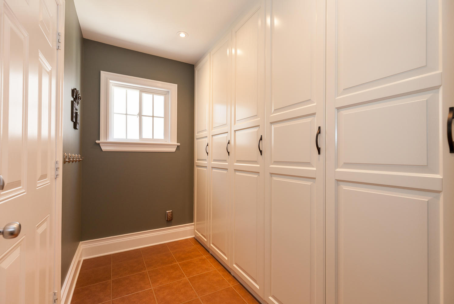 614 Amelia Pl Ottawa On K1w Large 015 30 Mudroom 1495x1000
