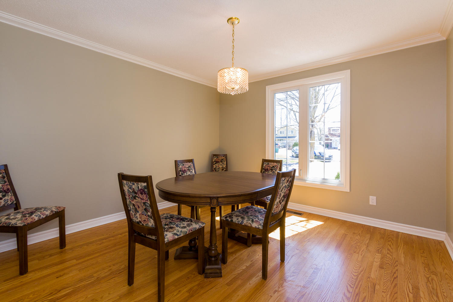 9 beechmont crescent ottawa on large 006 5 dining room for My dining room 9 course